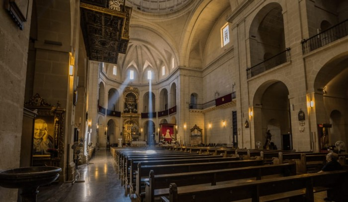 Enjoy the architecture of Concatedral of Saint Nicholas Spanish Home - Spain propety experts